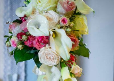 Brautstrauss mit Calla und Perlen
