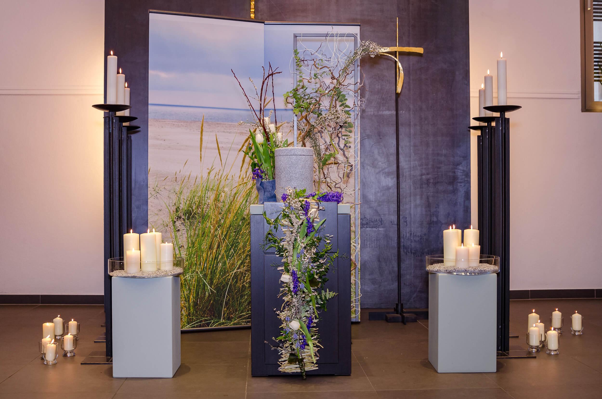Urnenbestattung stilvoll mit Blumen
