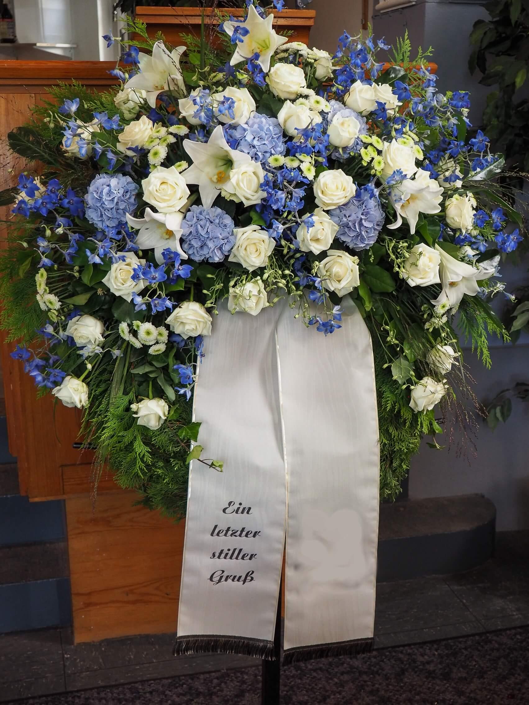 blau weißer Trauerkranz