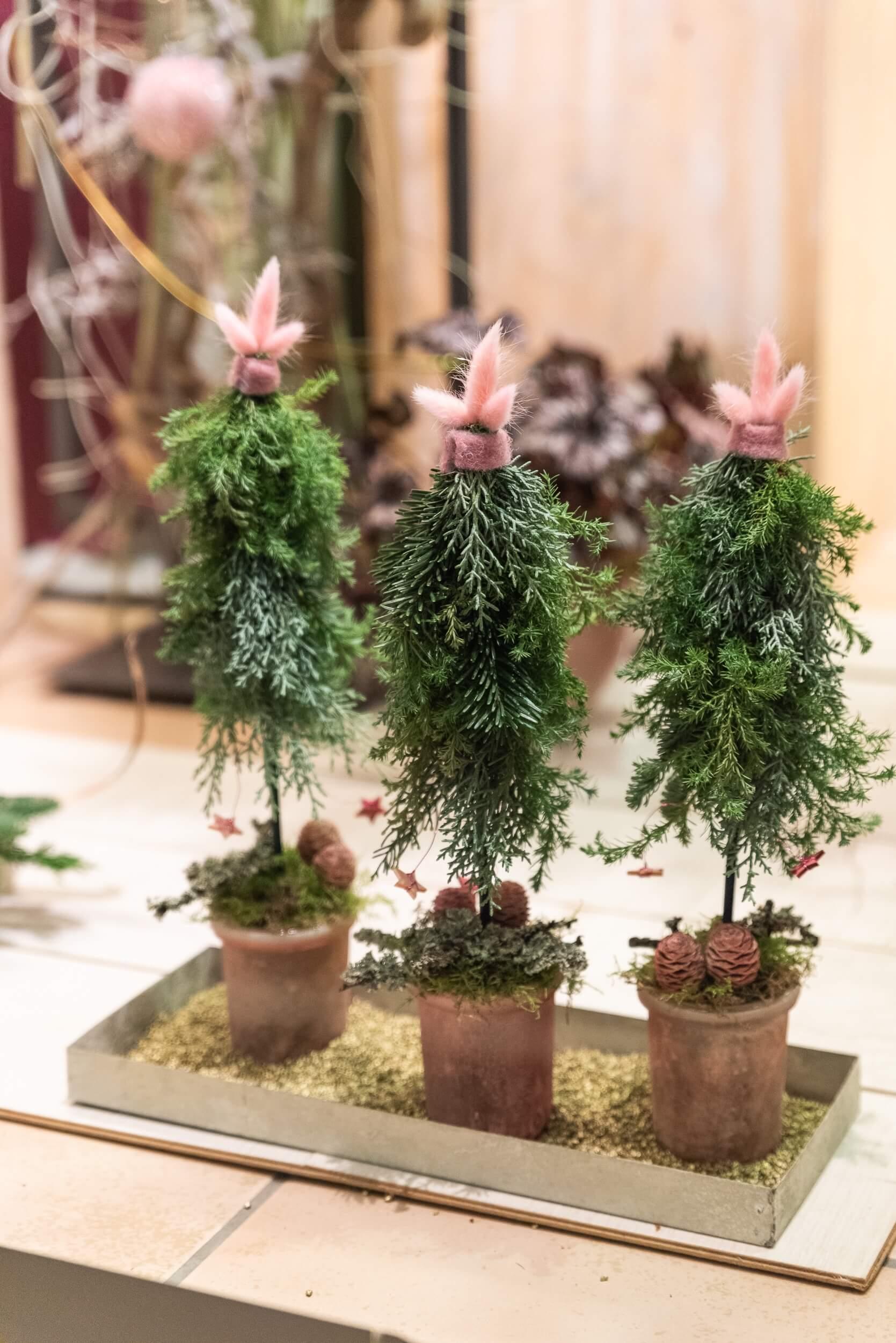 kleine Weihnachtsbäumchen dekoriert